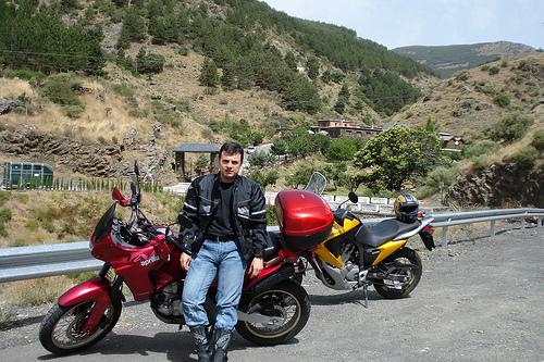 Antonio J. frente a la Posa del Arriero